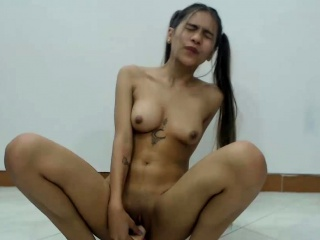 Perfect Shaved Cammodel Enjoys Her Fat Dildo
